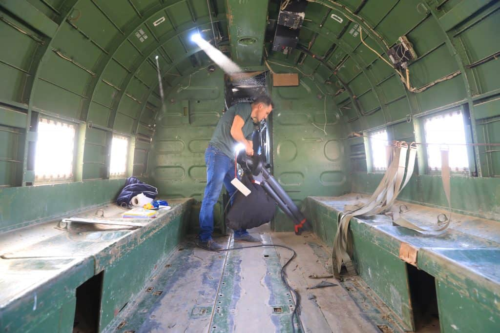 הכנות לצילומים מטוס דקוטה צילומי הסרט מציאות מדומה מוזיאון ויצמן